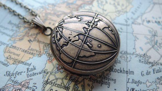 Medaillonketten - Antike Weltkarte Foto Medaillon Globus - ein Designerstück von MadamebutterflyMeagan bei DaWanda