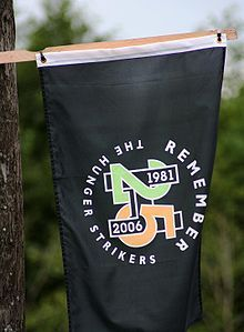 A flag commemorating the 25th anniversary of the hunger strike 1981-2006