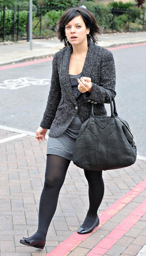 Lily Allen Photos Photos - Singing sensation Lily Allen is pictured leaving a friends house in London. - Lily Allen Leaving A Friend's House