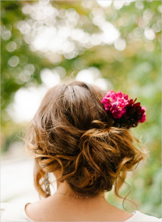 relaxed wedding hair inspiration #weddinghair #casualweddinghair #weddingchicks http://www.weddingchicks.com/2014/03/13/intimate-earthy-wedding/