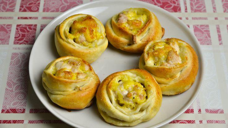 Слоеные пирожки с курицей и сыром Понадобится: Слоеное (лучше бездрожжевое) тесто - 1 кг Куриная грудка - 1 шт Твердый сыр - 100г Майонез - 3 ст.ложки Яйцо -...