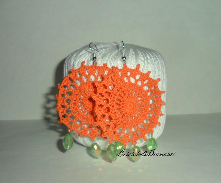 Orecchini tondi arancioni con pendenti in cristallo Swarovski : Orecchini di briciole-di-diamanti