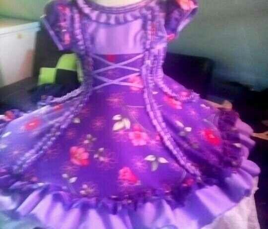 Talla ,8 vestidos de huasa