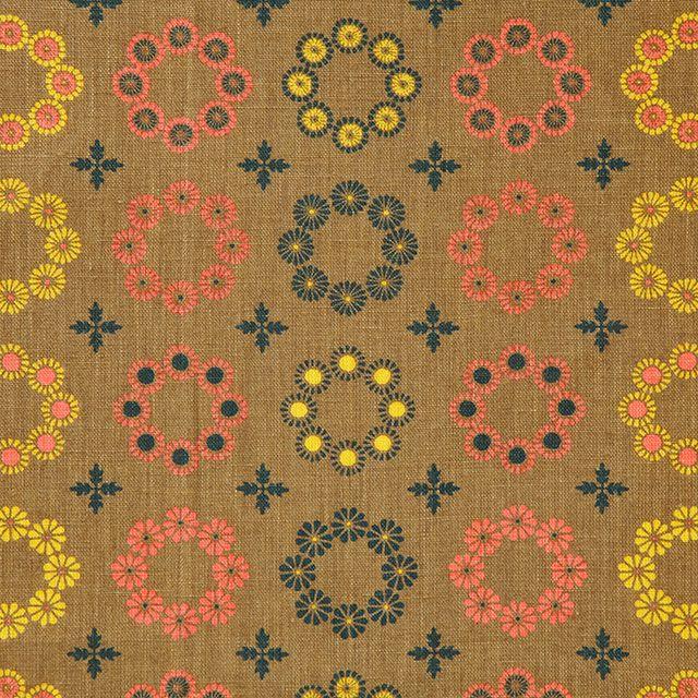 【団花文 秋冬 きく(中川政七商店)】/天平文化を代表する花柄「団花文」。「宝相華」や「唐花」をモチーフにした花を円形に構成した文様です。一対の花を向き合わせて円形にしたものや、四弁、六弁、八弁の花弁を放射状にしたものなどがあります。菊、椿、桔梗など秋冬の花を手捺染したテキスタイルです。 #japanesetextiles #textile #patterns