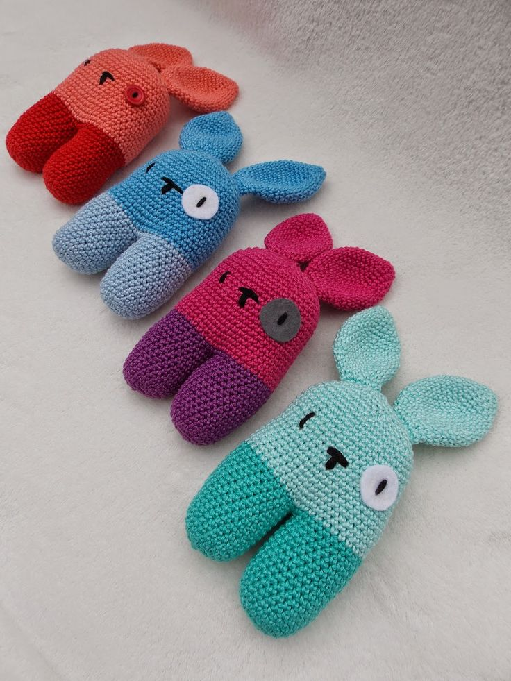 Rabbit rattles (with link to free pattern) ༺✿ƬⱤღ http://www.pinterest.com/teretegui/✿༻