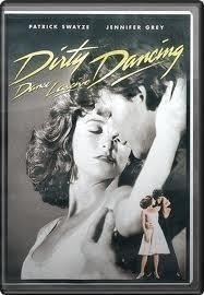 """Frances """"Baby"""" Houseman a 17 ans et rêve de s'engager dans le """"Peace Corps"""" mais, à l'été 1963, elle doit se contenter d'un séjour familial dans un chic hôtel des Appalaches. En s'aventurant un soir dans la partie du domaine réservée aux employés, elle les surprend emportés dans une danse follement sensuelle et fait la connaissance de Johnny Castle, l'instructeur de danse sociale. À l'insu de ses parents, elle se lie vite à eux [...] [MédiaFilm]"""