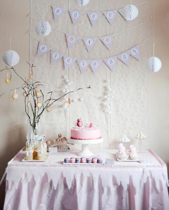 Erster Geburtstag Sweet Table mit Eulen und Motto Winter Wonderland