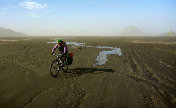 Con un par de ruedas -  Cycling though F210, Iceland