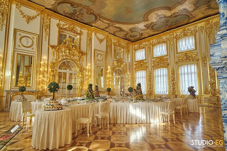 [ST. PETERSBURG] Catherine Palace Can you find the right words to describe the beauty of this palace? Tag your friend for any advice!!  Follow the full story on @studioeg @emagiannini @rossellabenedetto  studio-eg.com  #studioeg #Russia #Saintpetersburg #pushkin #unesco #history #baroque #igersrussia #insta_petersburg #visitpetersburg #spbjpg #spb #petersburgcity #russian #petersburglife #stpetersburg #sanpietroburgo #vscorussia #instagramrussia #photorussia #instarussia #ig_russia…
