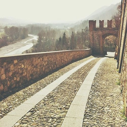 @igersbologna The view on the valley | InstaTER #myER_dolcevita @ Castell'Arquato
