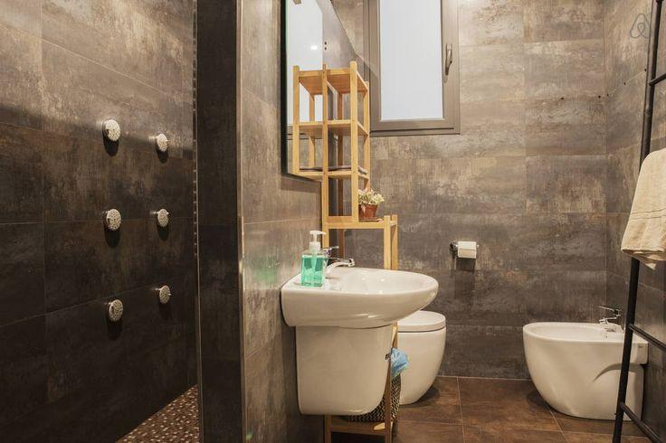 Airbnb'deki bu harika kayda göz atın: Stylish suit in Passeig de Gracia - Barcelona şehrinde Kiralık Apartman daireleri