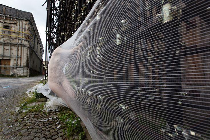 Pressoché IGNUDA - progetto fotografico su L'Aquila di Paolo Porto a cura di Simona Iovane e Agnese Porto.