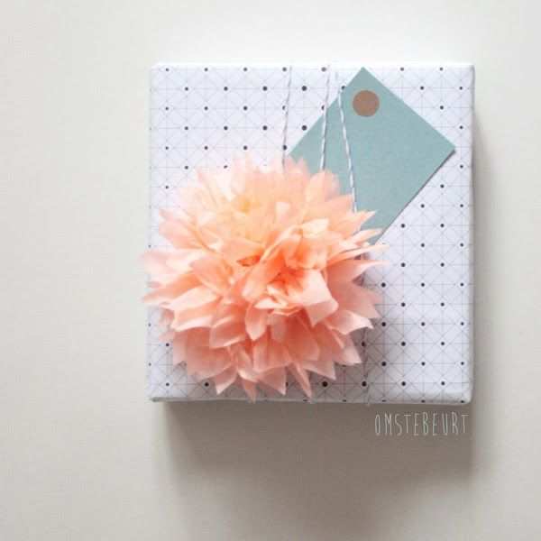 Mini paper flower gift wrap. omstebeurt