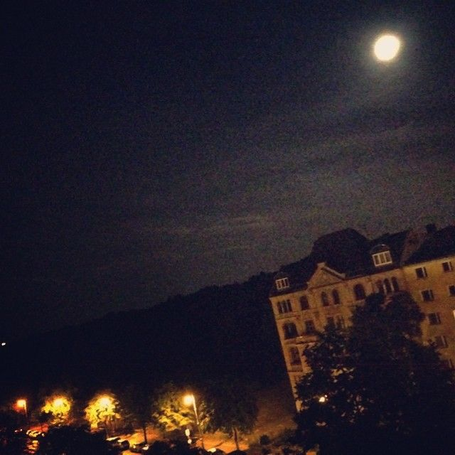 #moon #fullmoon #vollmond #berlin #berlinbynight #atmosphere #romantic #roadmovie #kreuzberg #Berlin #nightlife Check more at http://www.voyde.fm/photos/international-party-cities/moon-fullmoon-vollmond-berlin-berlinbynight-atmosphere-romantic-roadmovie-kreuzberg-18/