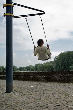 Geweldig idee voor het ophangen van een schommel aan een boom of lantaarnpaal.    Ontworpen door Thor ter Kulve (Arnhemse productontwerper)
