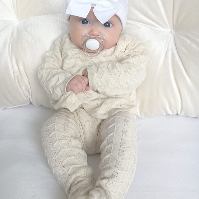 @mangokids 🌧🌈 #instasize #cutebabies #beautiful #love #happy #blueyes #lfl #selfie #mam #avent #dummy #inspo #babygirl #babyootd #spanishbabyclothes #babyspam #pregnancy #newborn #4monthsold #babiesofinstagram #dungarees #frills #bow #pink #cute #cutekids #daughter #mamma #blogger #bestie