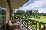 Dit ruime en lichte appartement van ca. 200 m² is gelegen op de eerste verdieping in Residentie Evergreen aan de golfbaan van Brasschaat. Rodenburgh Immobiliën