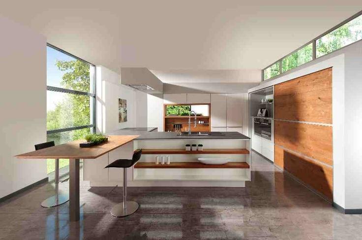 keuken met hoge raampartij