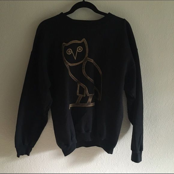 Black and Gold OVO Owl Drake Sweatshirt Not official OVO merchandise, but still a good quality crew neck sweatshirt. Mens size medium. •20% OFF ALL BUNDLES• Brandy Melville Sweaters Crew & Scoop Necks