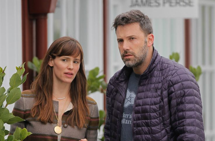 Jennifer Garner and Ben Affleck are reportedly eager to provide a united front for their three children amid their divorce. #celebritydivorce #co-parenting