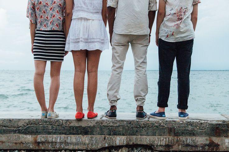 TOMS One for One: Mit dem Verkauf der super bequemen Schuhe hat TOMS seit 2006 schon weit über 35 Millionen neue Schuhe an Kinder in Not gespendet. Mit jedem Verkauf eines Artikels der TOMS Kollektionen wird mit über 100 Partnern in 70 Ländern weltweit Gutes getan:  TOMS Eyewear unterstützt augenkranke Patienten durch Operationen, mit medizinischer Versorgung und ...