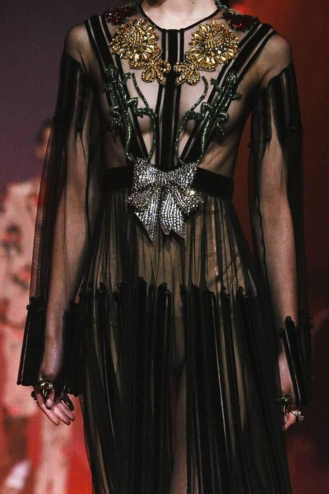 BLACK CLOTHES - y-yakamoz:   Gucci SS 2017    -