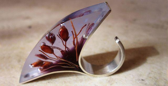 anillo abanico. plata, resina morada, transparente y curahuilla by vania ruiz, via Flickr