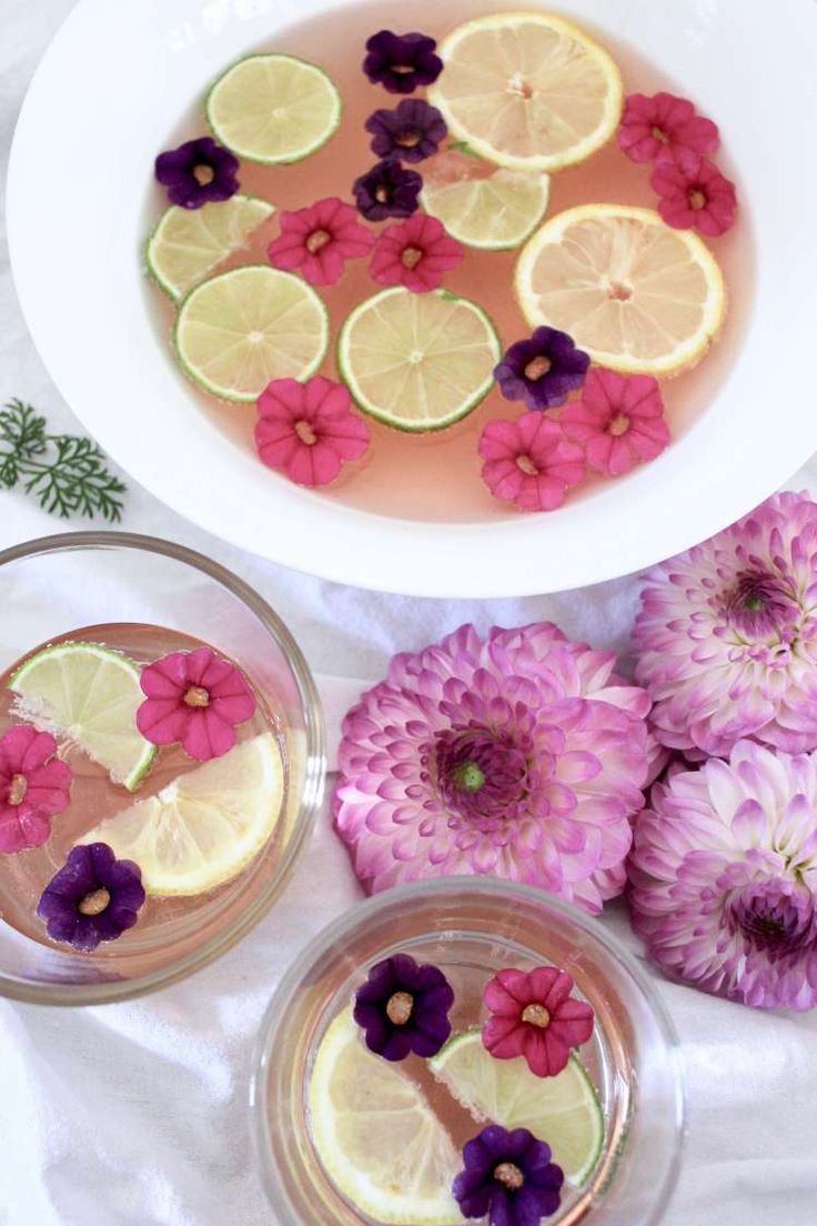 Sommerliche Rosé-Bowle