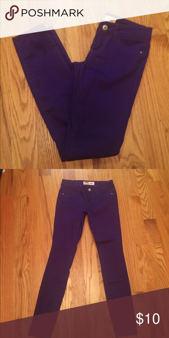 🌸Skinny Pants🌸 Purple Skinny pants. Juniors size 3. Excellent condition. Smoke free home Pants Skinny