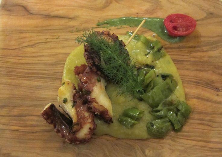 Ristorante La Taverna dei Poeti - Capoliveri Polpo croccante con purè di patate al curry. Cuoco Massimo Poli.