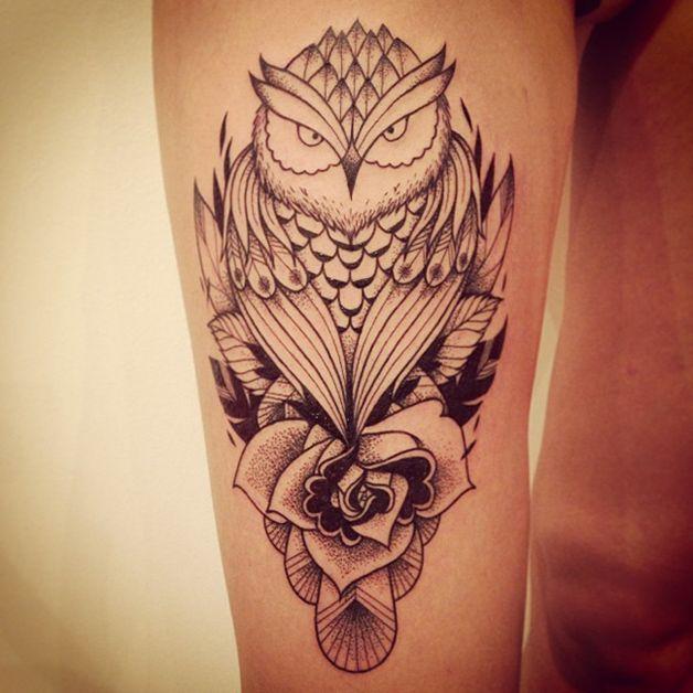 Tatuagem de Coruja Feminina | Rosas em pontilhismo