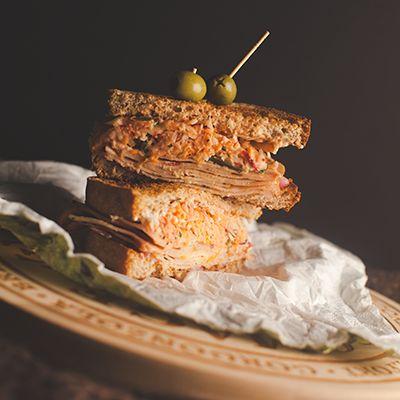 7 Points Futés WW Style Libre par portion Donne 4 portions. Voici un excellent sandwich, différent et rassasiant. Par contre, je vous conseil de préparer vos condiments la veille si vous avez peu …