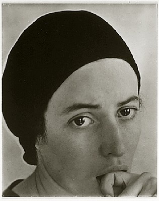 Georgia O'Keefe by alfred stieglitz http://eva-truffaut.blogspot.fr/search/label/alfred%20stieglitz