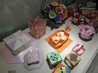 Everyday items and accessories made with paper. Works by Sone Yasuko (Japan)