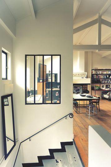 Une verrière interieure dans l'appartement de Jane - Resto à domicile au style industriel - CôtéMaison.fr