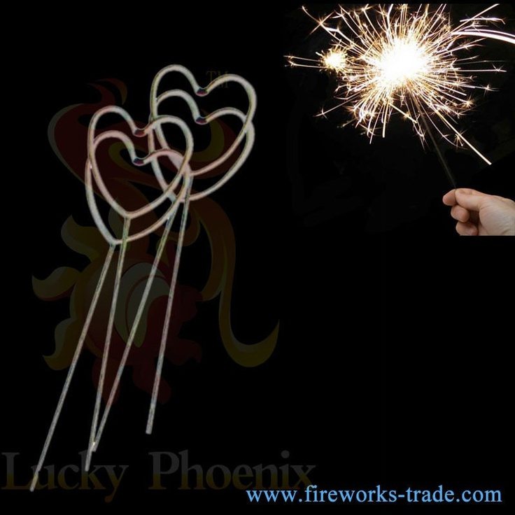 Feux d'artifice de feu d'artifice-jouet de sparklers-mariage de coeur d'amour