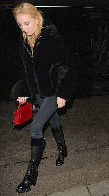 Sophie Turner going on a dinner date in London, England on Tuesday 🍝 16/01/18 #VeronicaTasmania
