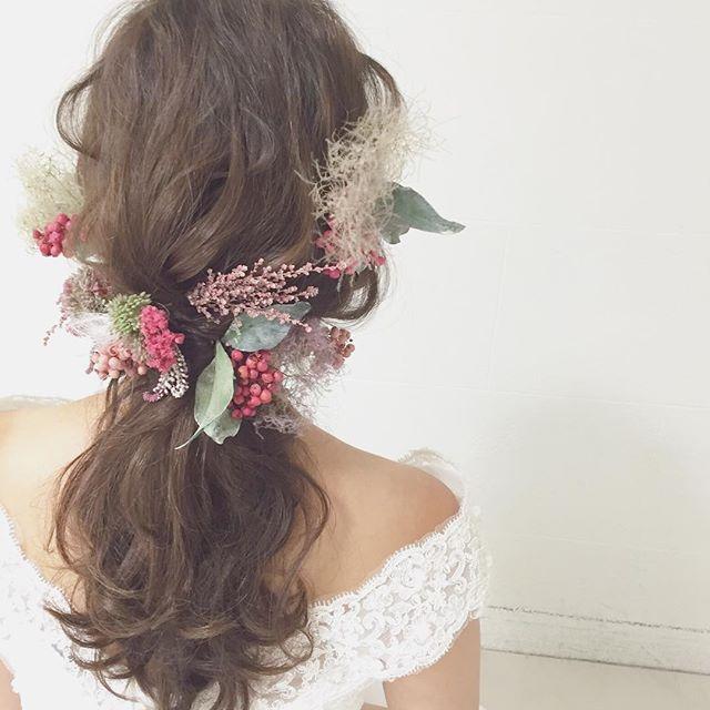 スモークツリーと赤いペッパーベリーの髪飾り… リラックス感のある、ゆるヘアーにベストマッチです…❤︎ #ウェディング#wedding#ウェディングヘア#ブライダル #bridal #ブライダルヘア #結婚式#結婚式ヘア#結婚式セット#結婚式準備#ヘアアレンジ #ヘアセット #プリザーブドフラワー #アーティフィシャルフラワー #ヘッドドレス#プレ花嫁