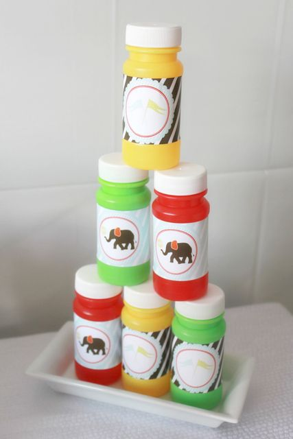 Bubble favors at a Circus Party #circus #partyfavors