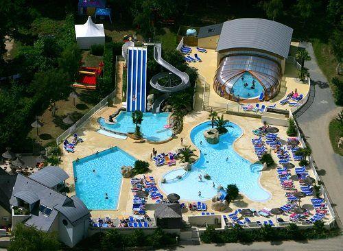 Parc aquatique vu du ciel du Camping les 2 Fontaines**** à Nevez - http://bougerenfamille.com/camping-pont-aven-en-famille/