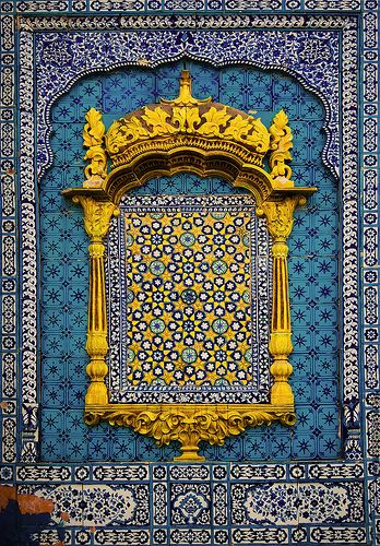 Very good design and color-combination there --- blue, turquoise and vivid-yellow.