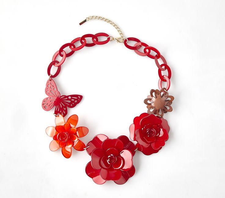 Náhrdelník s květy Menbur červený Nádherný náhrdelník španělské značky Menbur, který doladí Váš outfit k dokonalosti. Výrazný šperk ve tvaru květin a motýlů v tónech červené, bižuterie, velikost aplikace cca 22x15 cm (není příliš těžký).
