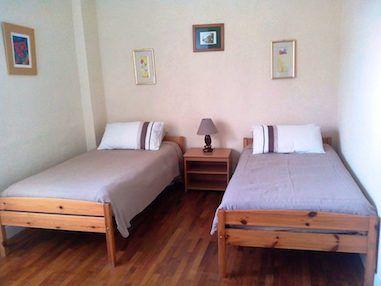 Villa Hibiscus twin bed