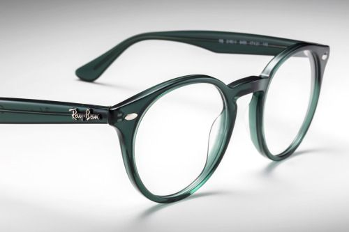 Green with envy // #RayBanRound can be found @ http://neverhi.de/3yn8