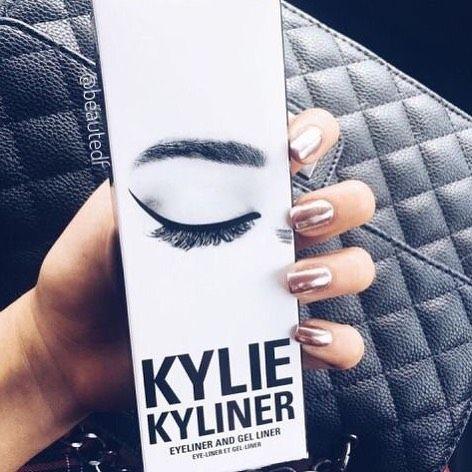 Kylie Kyliener, kit com delineador em gel com pincel e lápis �� ��Enviamos para todo o BRASIL! ����(46)99912-7413 #beautedefemme #make #makeup #makeuplove #kylie #kylie�� #kyliemake #kyliejenner #kyliemakeup #kyliejennermakeup #kyliejennercosmetics #cosmetic #cosmeticos #maquiagem #kyliekyliener #delineadorgel #kyliedelineador http://ameritrustshield.com/ipost/1538584317809238633/?code=BVaJkkIAaJp