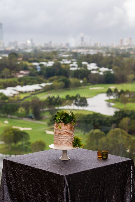 Wedding Open Day 2016 - Videre Restaurant (Level 21). Wedding cake created by RPR Pastry Chef