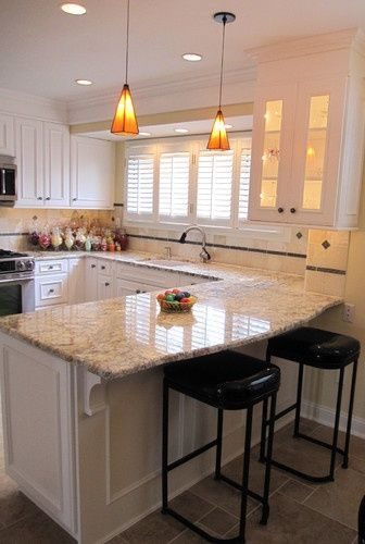 DESIGN GUIDE + GALLERY: Island vs Peninsula: Which Kitchen Layout Serves You Best?