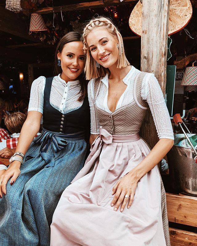 Oktoberfest: Blaurosa Dirndl und Blusen mit Spitzendetails. Schauen Sie sich Des… – Oktoberfest