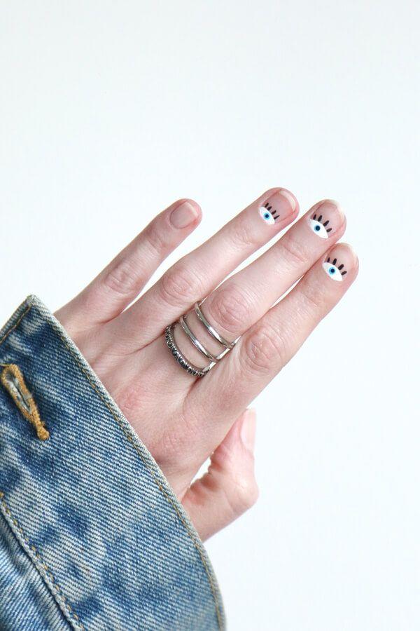 DIY easy eye art nail