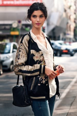 海外女子に学ぶ!おしゃれなスカジャンの着こなし☆コーデ・スタイル・ファッションの参考に♪